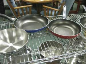 nu2u-red-blue-fry-pans
